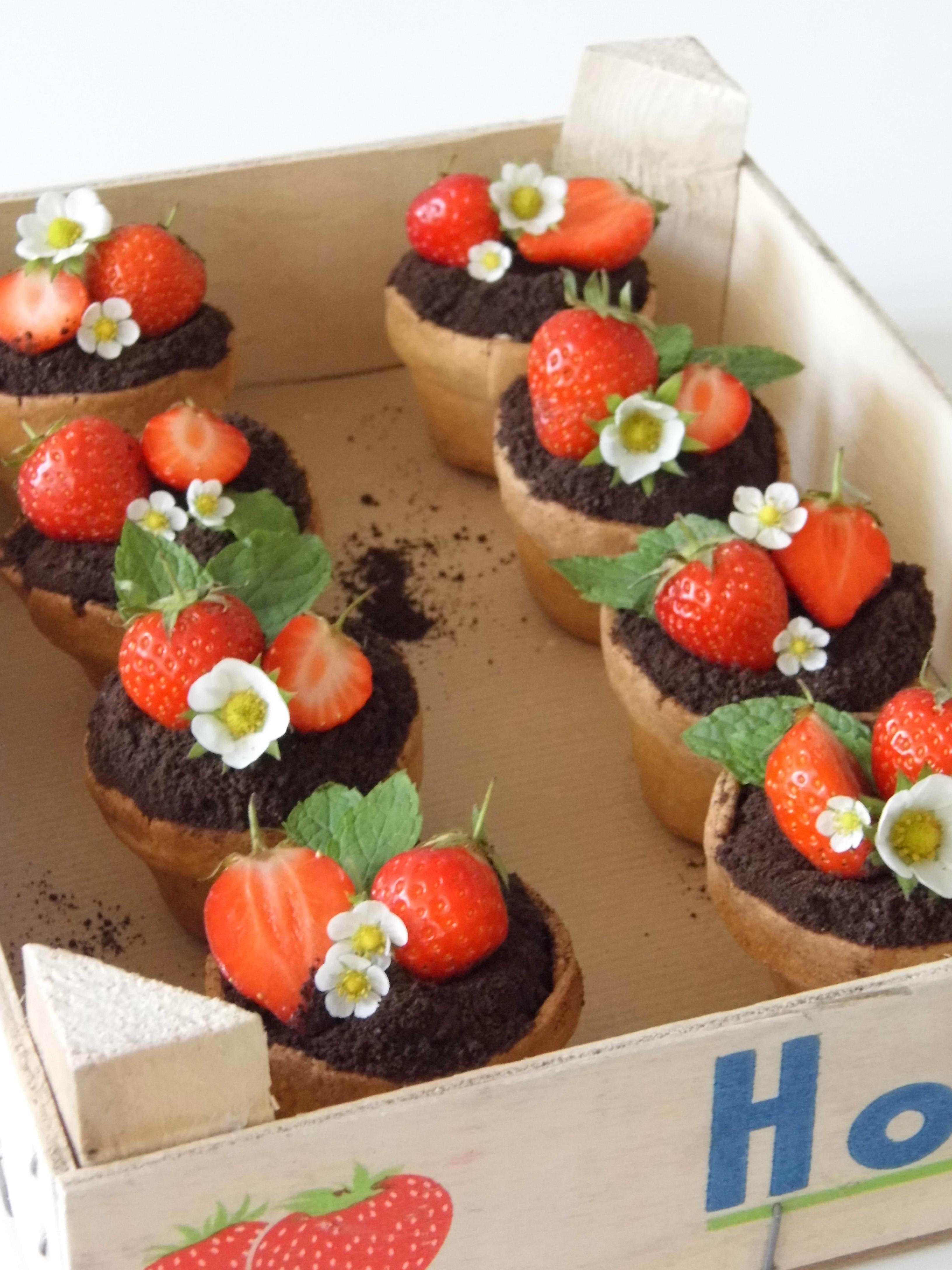 Cream Pots Cake